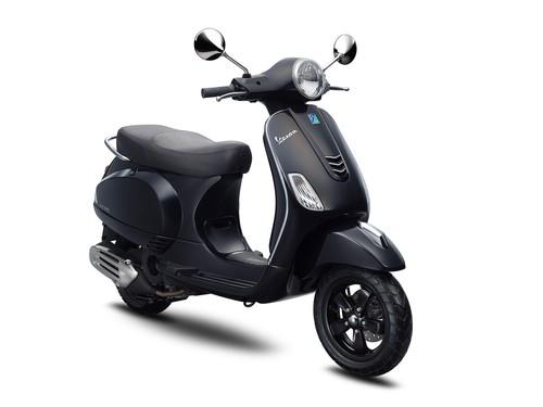 Vespa Sepeda Motor LX I-GET 125 - Black