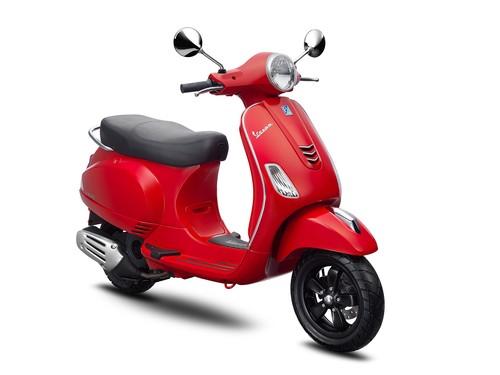 Vespa Sepeda Motor LX I-GET 125 - Red