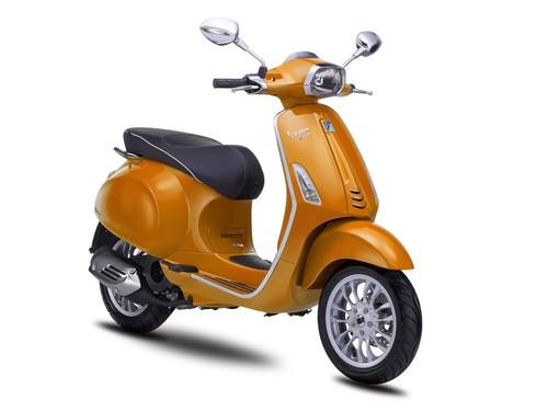 Vespa Sepeda Motor Sprint 150cc I-GET - Orange