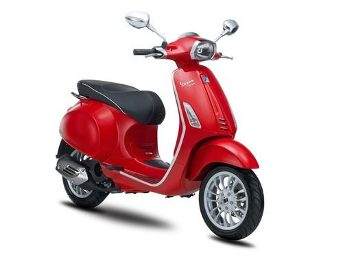 Vespa Sepeda Motor Sprint 150cc I-GET - Red