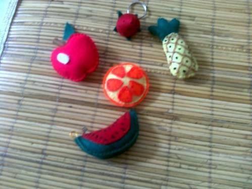 Aneka buah bisa u/ gantungan kunci, hp atau magnet kulkas. Harga @ Rp ...