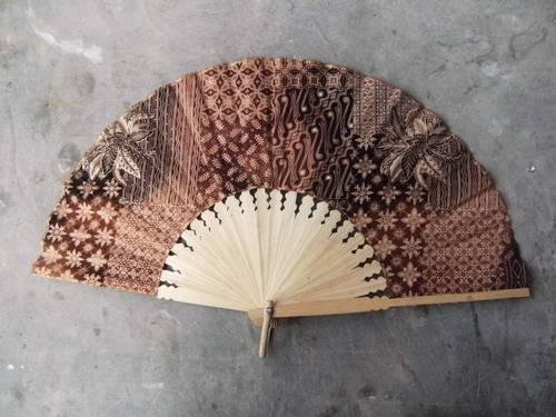 500 x 375 · 32 kB · jpeg, Souvenir kipas batik dengan berbagai