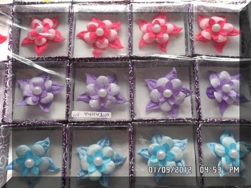 Direct Link for Product Jual souvenir pernikahan bros bunga kain :